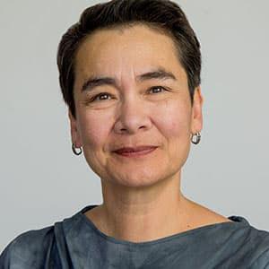 Linda Ginzel Headshot